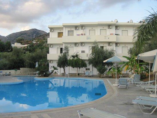 Hotel Lisa Mari Beach: Бассейн.