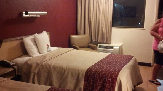 Red Roof Inn Charleston - Kanawha City: dbl full size beds