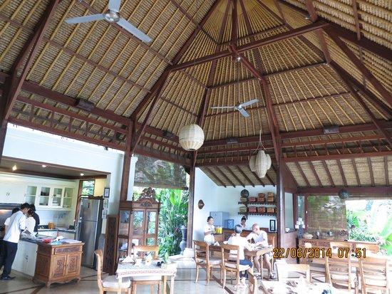 Amori Villas: Dining area