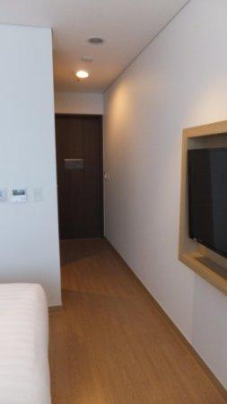 Fraser Place Namdaemun Seoul: Passageway (Wardrobe beside door, not shown here)