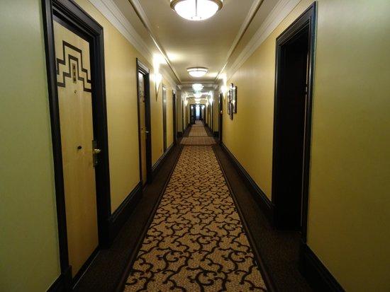 The Queens - Leeds: Corridor