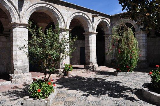 Monasterio de Santa Catalina: patio del monasterio