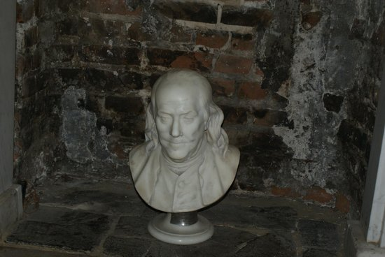 Benjamin Franklin House: Bust of Franklin