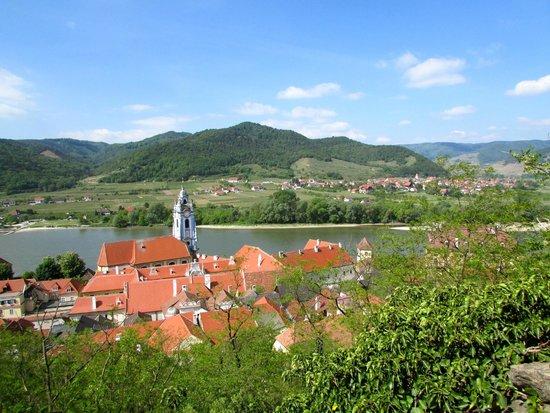 Hotel Schloss Dürnstein: Village of Durstein from the ruins where Richard Lion heart was secluded