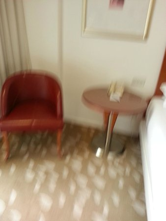 Park Plaza Victoria London: another view of the room