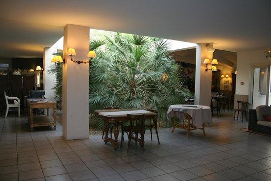 Best Western Hôtel Paradou : l'entrée de l'hôtel