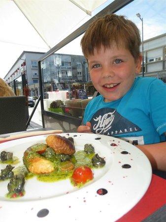 Brasserie de la mer : Ollie and his lovely starter at La Mer.