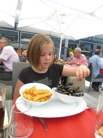 Brasserie de la mer : Lucy had her moules frites.