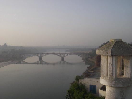 L'Oum Errebia: Vue, le matin au petit déjeuner sur une des terrasses