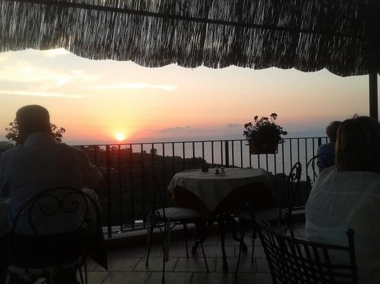 Hotel La Badia : sunset at dining area