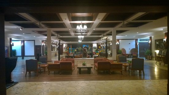 Damai Beach Resort: Lobby in the evening