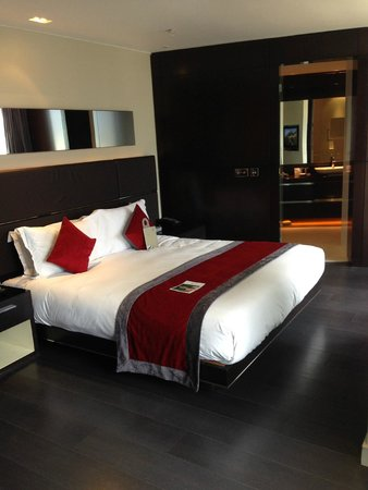 Park Plaza Westminster Bridge London : master bedroom