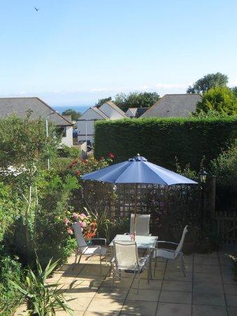Myrtle Cottage: L'agréable terrasse fleurie
