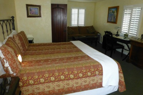 Castillo Inn at the Beach: Kind Bed Room
