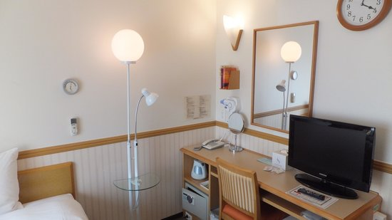 Toyoko Inn Busan No.1: Desk area