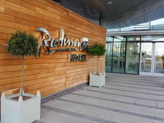 Radisson Blu Hotel, East Midlands Airport: Entrance to the hotel
