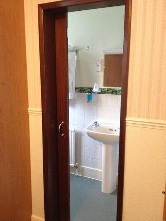 Grange Moor Hotel: Bathroom