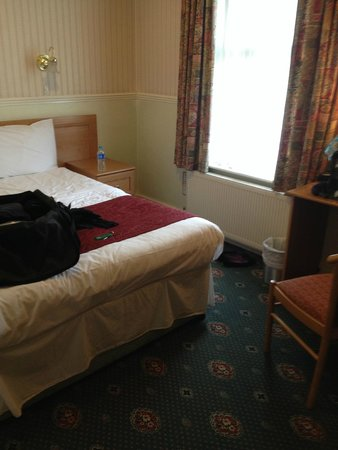 Grange Moor Hotel: Basic double
