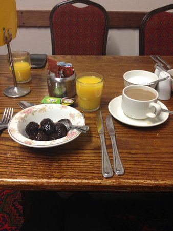 Grange Moor Hotel: Breakfast - prunes, coffee, juice.