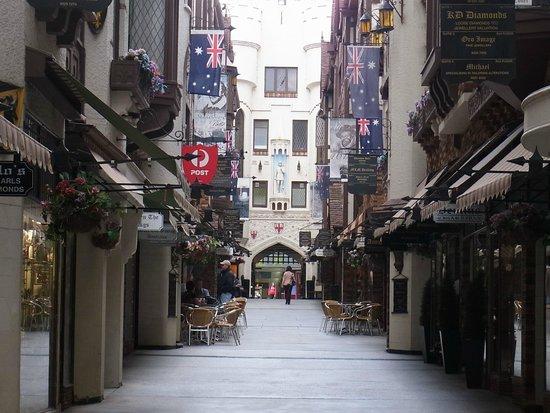 London Court: 商店街