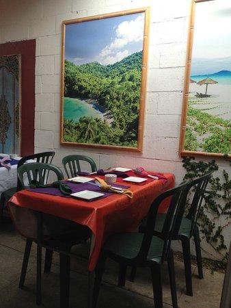 Eva's Caribbean Kitchen: bright colorful decor