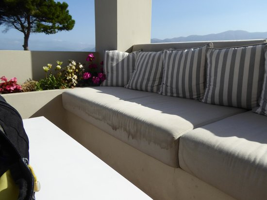 Thalassa Hotel: cushions need replacing