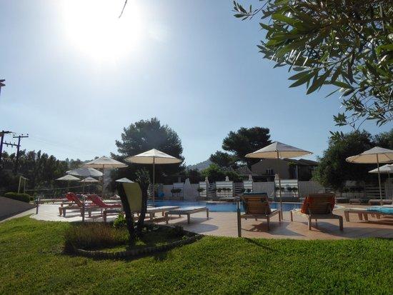 Thalassa Hotel: pool area