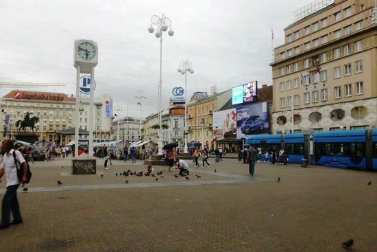 Jelacic Square (Trg Bana Josipa Jelacica) : 10