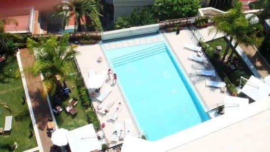 Novotel Monte Carlo : Piscine vue de la chambre
