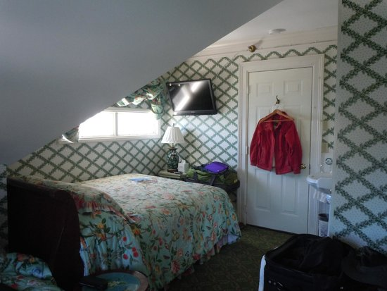 Bay View of Mackinac Bed & Breakfast: Third floor room with two beds