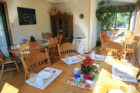 Marketa's Bed and Breakfast: Breakfast Dining Room