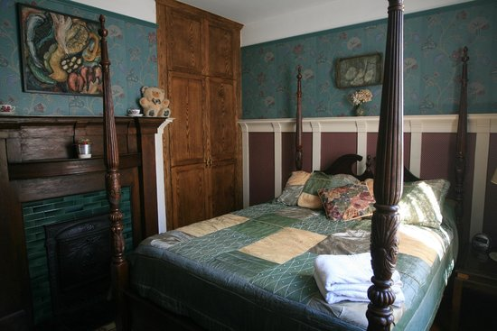 Marketa's Bed and Breakfast: The Green Room