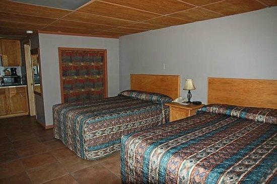 Rustic Inn: Unser Zimmer mit 2 Queen-Betten