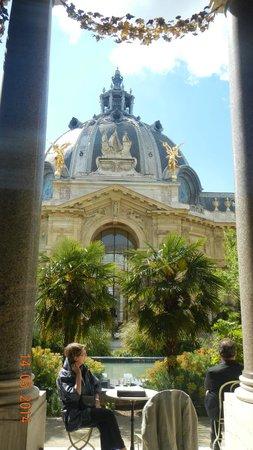 Jardim interno coma observando o jardim picture of for Cafe du jardin london