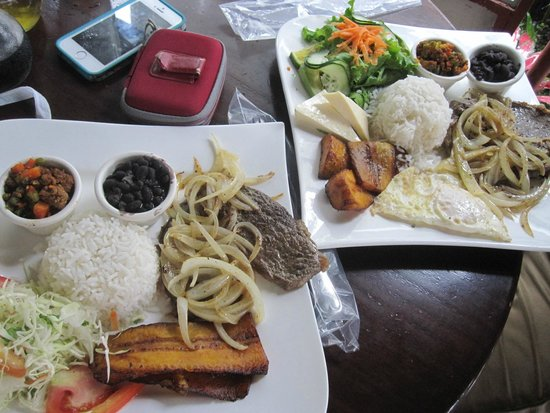 Rain Forest Cafe y Restaurant: Casados