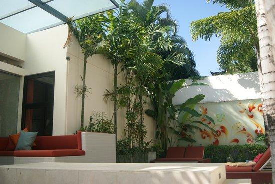 Bali Ginger Suites & Villa : Pool/garden