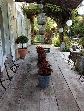La Maison du Tamisier : Relax in the secret garden