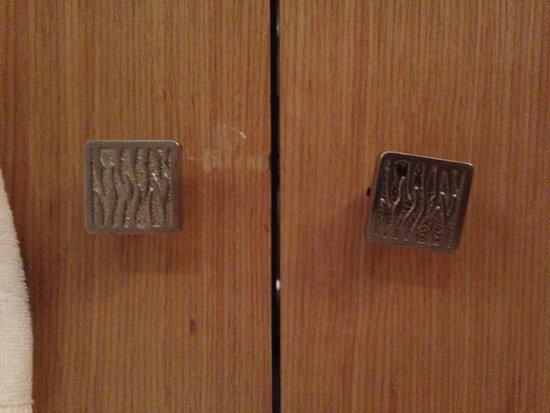 Kempinski Hotel Ishtar Dead Sea: Кривые ручки в номере