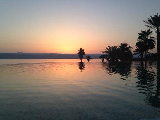 """Kempinski Hotel Ishtar Dead Sea: Прекрасный вид у бассейна """"Рыбий глаз"""""""