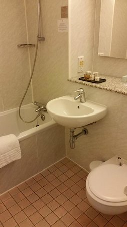 Copthorne Tara Hotel London Kensington: Salle de bain