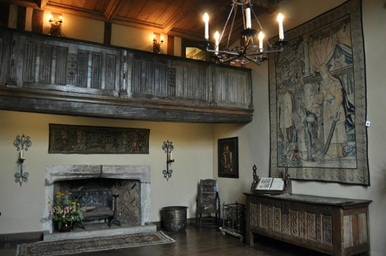 Packwood House: entrance hall