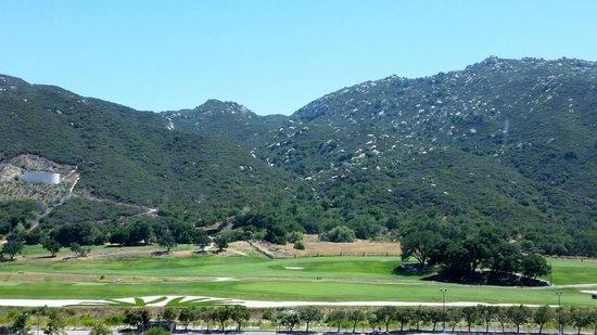 Pechanga Resort and Casino: Nice views of the golf course and mountains.