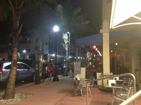 Gelato-go South Beach : столики на улице