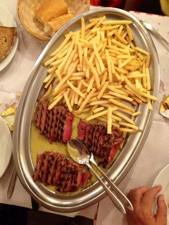 L' Entrecote de Paris : Steak and fries to share