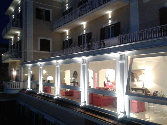 Hotel Corallo Sorrento: Hotel Corallo di sera