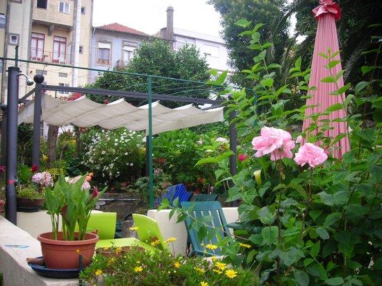 Hotel Estoril Porto: La petite terrasse dans le jardin