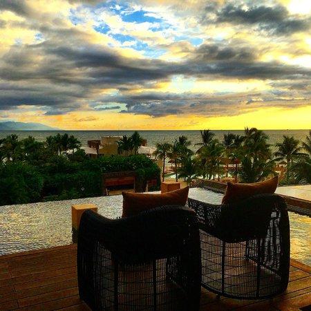 Secrets Vallarta Bay Resort & Spa: The open lobby has an amazing view