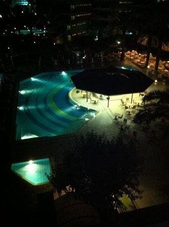Constantinou Bros Pioneer Beach Hotel: pool area by night