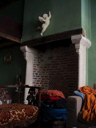B&B Myriame Dolders: Fireplace