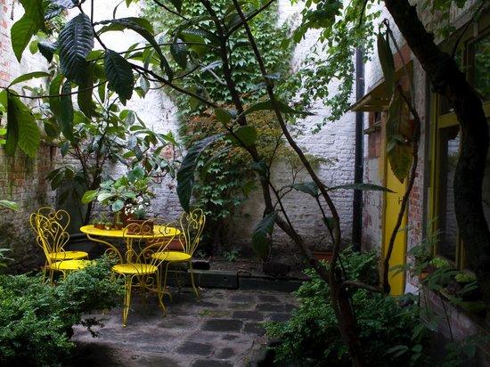 B&B Myriame Dolders: The Garden